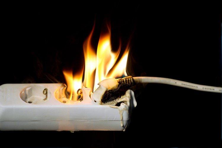 Một số cách phòng và xử lý cháy nổ do bị chập điện an toàn hiệu quả